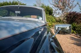 roll royce wedding rolls royce silver cloud vintage wedding car hire distinctly