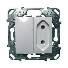Interruptor Y Enchufe En El Mismo Mecanismo