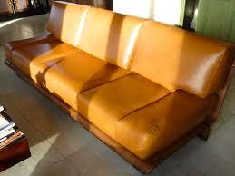 refection canape cuir réfection d un canapé en cuir au fil des matières
