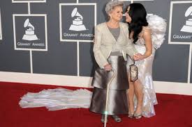 katy perry wedding dress katy perry and brand show wedding pictures at