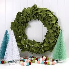 magnolia holiday wreath benzie design