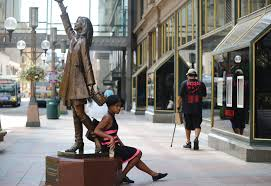 quot the mary tyler moore show quot apartment building mary tyler moore statue taking a station break from nicollet mall