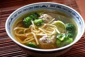 la cuisine asiatique recette de soupe aux nouilles asiatiques et boulettes de bœuf