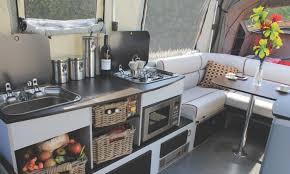 cuisine caravane opus la caravane pliante qui fait cinéma le monde du plein air