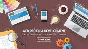 web bureau développeur web bureau avec ordinateur tablette et mobile web