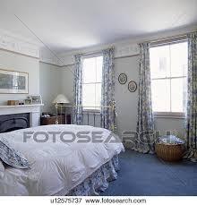 moquette chambre à coucher image bleu moquette et floral modelé rideaux dans