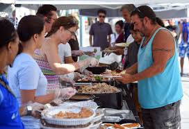 photos volunteers serve up thanksgiving dinner at the hermosa