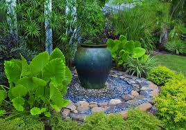 Small Backyard Garden Design by Small Lawn Backyard Garden Design Using Green Grass Feat