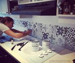 peindre carreaux cuisine repeindre des carreaux avec de la chalk paint et des pochoirs