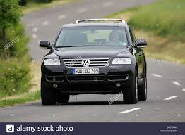 volkswagen touareg black car vw volkswagen touareg v8 black model year 2005 driving