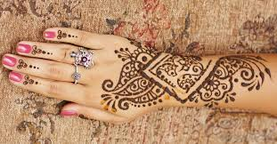 what are the signs of an allergic reaction to henna