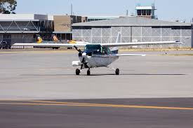 file handel aviation vh zio cessna 210n centurion ii taxiing at