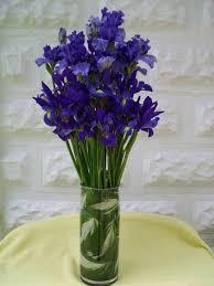 Vase With Irises Wedding Flower Arrangements With Iris U0027 Iris Buffet Table