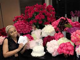 bouquets of flowers rob gives blac chyna 28 sets of roses for birthday