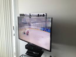 tv flexible wall mount samsung led tv and samsung sound bar installed in the corner of