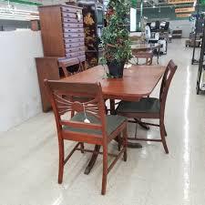 everyday used furniture 5 pc dining set antique finish no leaf