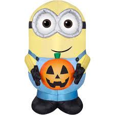gemmy airblown inflatable 4 5 u0027 x 3 u0027 minion dave with pumpkin