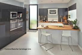 cuisine blanche carrelage gris cuisine blanche plan de travail noir with carrelage pour cuisine