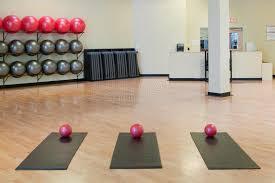 le stuoie allungamento le stuoie e delle sfere di esercitazione in