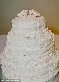 plain wedding cakes 20 awful wedding cake disasters that would make any newly weds cringe