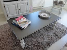 repeindre une table de cuisine en bois table basse et meuble télé relookés peinture design touch