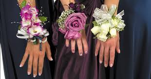 corsage prices 7 tips for choosing the prom corsages and boutonnieres