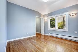 schlafzimmer hellblau leeres schlafzimmer mit hellblauen wänden stockbild bild 44241253