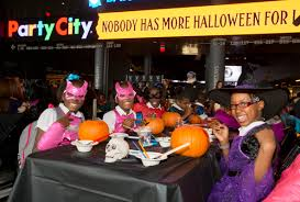 party city halloween 2015 brook lopez rondae hollis jefferson and nets throw local kids a