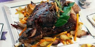 chevreuil cuisine cuissot de chevreuil de noël aux épices douces et légumes confits