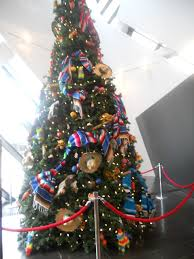 mexican christmas tree on the left is the mexican themed
