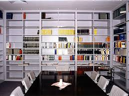 bibliothek wohnzimmer pfeil möbeldesign münchen einbauschränke bibliotheken bücherregale