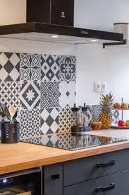 idee deco credence cuisine carreau de ciment époque décor emy gris noir et blanc l 20 0