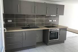 cuisine compacte réalisations cuisine compacte grise de cuisines avec socoo c