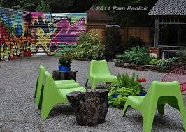 Urban Wall Garden - garden trend graffiti garden art diggingdigging
