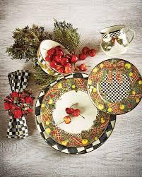 christmas dinnerware teki 25 den fazla en iyi christmas dinnerware fikri