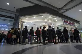 estimated 120 000 shoppers visit yorkdale for boxing day deals