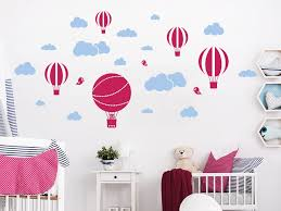 heißluftballon kinderzimmer wandtattoo set wolken und heißluftballons wandtattoo de