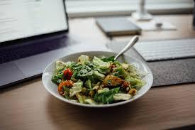 que manger le midi au bureau les astuces pour bien manger au bureau hub grade