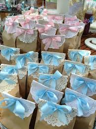 baby shower favors put different colored bows on the bags to
