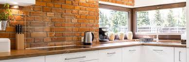 briques cuisine cuisine moderne avec mur de briques photographie photographee eu