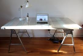 Diy Desk Design by Diy Pallet And Sawhorse Desk The Reveal Simple Stylings