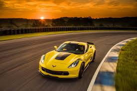 viper or corvette 2017 chevrolet corvette vs 2017 dodge viper srt compare cars