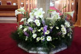 Easter Church Decorations Ideas by Easy Easter Flower Arrangements The Neat Nook Arrangement With Egg
