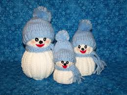 knitted snowman family perfect for several snowman obsessed