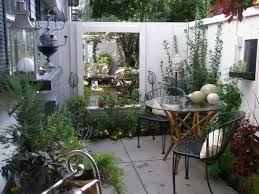 Small Condo Patio Design Ideas Small Patio Makeover Patios by Best 25 Townhouse Landscaping Ideas On Pinterest Garden Ideas