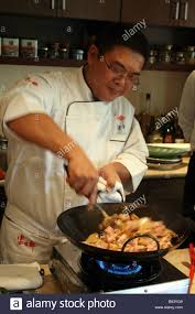 cuisine chef tv taiwanese tv chef ko juh nein cooking with wok in taipei in