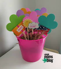 make a gift card gift card bouquet
