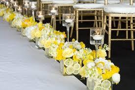 deco mariage original déco de mariage avec des fleurs et des citrons déco