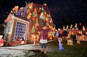 Decoration House Christmas Lights by Festive Family Adorn Bristol Home With 20 000 Christmas Lights