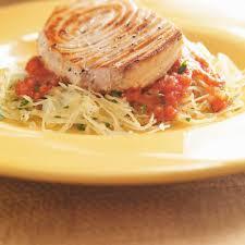 cuisine espadon espadon grillé sauce tomate et courge spaghetti ricardo